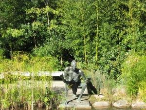 Escultura no jardim CG